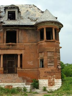 An abandoned Victorian in St. Louis, Mo. 1892 - you really wonder what went on here, the people, their stories, who died here.