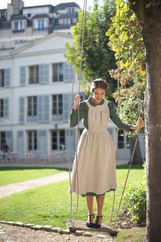 Marmee pinafore, Linen apron in Natural Look Retro, Look Vintage, Aprons Vintage, Vintage Dresses, Tomboy Outfits, Cute Outfits, Country Girl Outfits, Victorian Fashion, Vintage Fashion