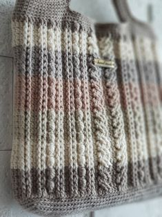 alanpattern crochet bag 1 : 네이버 블로그 Crochet Toys, Knit Crochet, Knitting Patterns, Crochet Patterns, Crochet Handbags, Tapestry Crochet, Bag Making, Purses And Bags, Knitted Hats