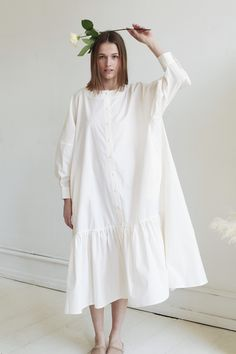 These dresses are going to make you feel like an elegant goddess. And the best part of these dresses? They are so versatile, so you can wear them to almost any occasion. Plus Size Maxi Dresses, Modest Dresses, Casual Dresses, Summer Dresses, Modest Fashion, Fashion Dresses, Oversized Dress, White Casual, Linen Dresses