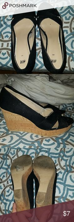 Black wedges size 8.5 Blacl wedges size 8.5 too big for me! Still in great condition H&M Shoes Wedges
