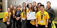 Chicos apoyando el Safer Internet Day