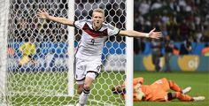 Schürrle rettet DFB-Kicker vor Blamage - Knapp und glanzlos hat die deutsche Nationalmannschaft das Achtelfinale gegen leidenschaftlich aufspielende Algerier nach Verlängerung gewonnen. Die DFB-Elf präsentierte sich vor allem in der ersten Hälfte unerwartet schwach und konfus.