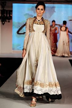 Fashion Show on occasion of Pakistan Fashion Design Council, PFDC opening their 1st Store in India (M-4, South Ex-2, Delhi), More Planned in other Indian Metros, and PFDC invites Indian Designers to sell at their Stores in Pakistan, via @sunjayjk