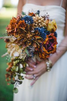 This rustic bouquet is perfect for a fall wedding! Check out our best picks for 2016!