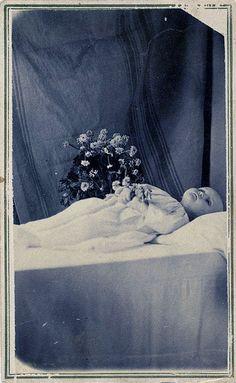 1860's carte de visite of a post mortem baby