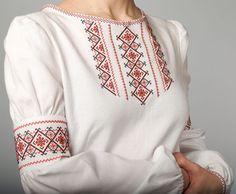 8. бабушка привезла из поездки украинскую блузу вышиванку с узором из черных и красных ниток. Помню до сих пор. И сейчас такие блузки очень нравятся. Creative Embroidery, Folk Embroidery, Hand Embroidery Designs, Embroidery Dress, Folk Fashion, Tribal Fashion, Crochet Crocodile Stitch, Fabric Paint Designs, Palestinian Embroidery