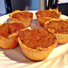 Ideal Protein Pumpkin Pie Tarts Crust: 1 pkg IP Cereal, crushed 1 pkg maple oatmeal 1 tbsp oil (or butter if you choose) 1 egg white Mix all Protein Desserts, Protein Diets, Protein Recipes, Healthy Recipes, Low Carb Keto, Low Carb Recipes, Cooking Recipes, Ideal Protein Phase 1, Pumpkin Tarts