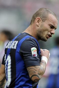 LIVERPOOL have rubbished claims they have bid for Inter Milan star Wesley Sneijder. Good Soccer Players, Football Players, Fifa Football, Football Is Life, Different Sports, European Football, Sports Stars, Best Player, Holland