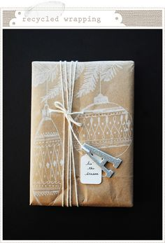 DIY Gift Wrapping - Brown Paper Packages with White Paint Pens and Twine. Beautiful and delicate presents! Present Wrapping, Creative Gift Wrapping, Wrapping Ideas, Creative Gifts, Pretty Packaging, Gift Packaging, Christmas Gift Wrapping, Christmas Gifts, Homemade Christmas