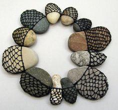 Pebbles in fish nets ! Textile Fiber Art, Textile Artists, Fibre Art, Contemporary Baskets, Textiles, Creation Art, Rock And Pebbles, Maori Art, Sticks And Stones