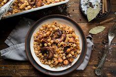 Κοφτό Μακαρονάκι με Χταπόδι στο Φούρνο, η δική μου συνταγή για τα 90 χρόνια Μisko, μια συνταγή που ήταν ο λόγος που ξεκίνησα να μαγειρεύω από πολύ μικρή. Greek Recipes, Chana Masala, Oatmeal, Vegetables, Cooking, Breakfast, Ethnic Recipes, Food, The Oatmeal