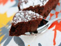 Antipastaa: Kahden raaka-aineen suklaakakku (suklaasta riippuen maidoton, sokeriton, gluteeniton, viljaton, vhh)
