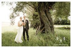 Wir wünschen dem Brautpaar Alles Gute!  #Hochzeit in #Mailberg Newlyweds, Environment, Wedding Photography, Photographers, Getting Married, Nice Asses