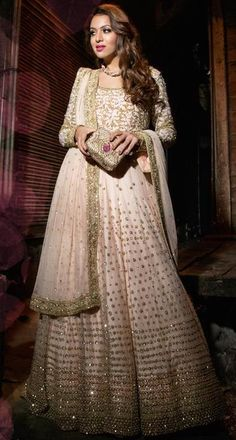 Pale pink and antique gold lehenga. Indian wedding outfit.  #lehenga #bridalfashion #desi #desibride #indianfashion #desifashion