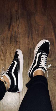 Jordan Shoes Girls, Girls Shoes, Trendy Shoes, Casual Shoes, Men Casual, Moda Sneakers, Vans Sneakers, Tenis Vans, Shoes For School