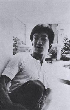 당산대형 이소룡 Dojo, Bruce Lee Quotes, Jeet Kune Do, The Big Boss, Martial Arts Movies, Hard Men, Martial Artist, Action Movies, Dragon