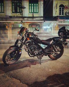 #Hondarebel #rebel300 #hondamotorcycles #honda #moto #motorcycle #newrebel #rebel #cruiser #custombike #bobber #brat #cmx300 #diy #retrobike #limitededition #cmx500 #rebel500 #myride #borntoride #rideordie #bikeoftheday #bikerofinstagram #carrier #rider #touringbike
