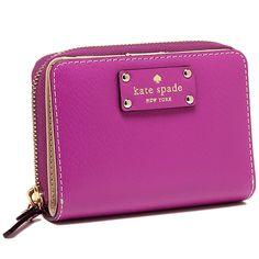 ケイトスペードからかわいい2つ折り財布が登場! 年齢を問わないデザインで、プレゼントにも喜ばれます!