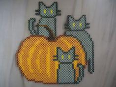 Pumpkin Kitties - Halloween perler beads by PerlerHime on deviantART Hama Beads Design, Diy Perler Beads, Perler Bead Art, Nightmare Before Christmas, Minecraft Pattern, Creeper Minecraft, Pearl Beads Pattern, Creepy, Halloween Beads