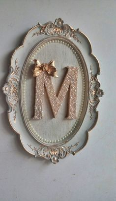 Oval G-shaped Maternity Holder made of white resin with golden patina details and a fabric-cov. Paper Flower Wall, Flower Wall Decor, Letter A Crafts, Frame Crafts, Baby Crafts, Diy And Crafts, Stylish Alphabets, Alphabet Wallpaper, Baby Frame
