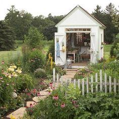 One day I WILL have a lovely garden. :-)Garden shed from 'going home to roost' Blog.