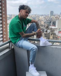 La imagen puede contener: 1 persona, calzado, barba y exterior Swag Outfits Men, Teen Fashion Outfits, Boy Fashion, Mens Fashion, The Dobre Twins, Men Photoshoot, Odell Beckham Jr, Men Looks, Celebrity Crush