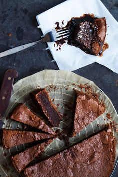 Flourless espresso chocolate cake. The cake is super moist and it stays that way for days. It is also grain free (gluten free) and filled with rich chocolate and coffee flavor. Add a bit of coffee glaze and your day might just get better. | jernejkitchen.com
