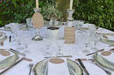 Menu plexi, nom de table plexi, marque-place calligraphiés sur Plexiglas taupe #mariage #menuplexi #plexiglas #acrylic #wedding #decotable #menuplexiglas #beplexi #marqueplaceplexipersonnalisé