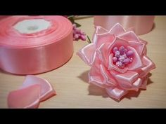 Satin Ribbon Flowers, Cloth Flowers, Ribbon Art, Diy Ribbon, Ribbon Crafts, Flower Crafts, Diy Flowers, Fabric Flowers, Paper Flowers