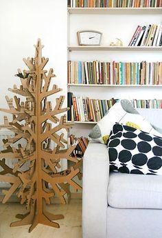 Árvore de natal sustentável, feita de papelão