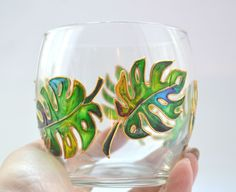Monstera glasses Gift to teacher of biology Monstera print Hand painted wine glass Botanical glasses Gifts Mom Juice glass Gift grandmother Glass Painting Patterns, Painting Glass Jars, Glass Painting Designs, Bottle Painting, Bottle Art, Glass Art, Modern Stained Glass, Stained Glass Paint, Wallpaper Nature Flowers