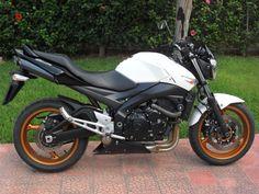 Suzuki GSR 600/2 2008-2010 Moto Suzuki GSR 600/2 2008-2010 vendo usato a Siracusa € 3.000 http://www.insella.it/annuncio/suzuki-gsr-6002-2008-2010-112521