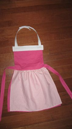 So much easier than changing clothes! They go right over their clothes...Perfect for Christmas! Sleeping Beauty Inspired Dress Up Apron by LeighMarieBoutique, $18.00 Princess Dress Up, Disney Princess, Disney Aprons, Dress Up Aprons, Fairy Tale Activities, Childrens Aprons, Disney Outfits, Diy Christmas Gifts, Sleeping Beauty