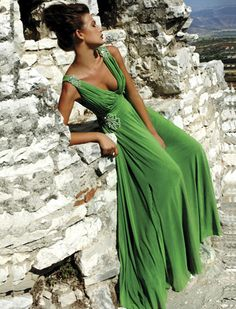 Quiero un vestido verde. Style Vert, Mode Glamour, Do It Yourself Fashion, Estilo Fashion, Green Fashion, Looks Cool, Mode Style, Beautiful Gowns, Gorgeous Dress