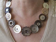 VINTAGE MOTHER OF PEARL BUTTON NECKLACE : This is an example of the vintage button necklaces I make using vintage buttons and wire.