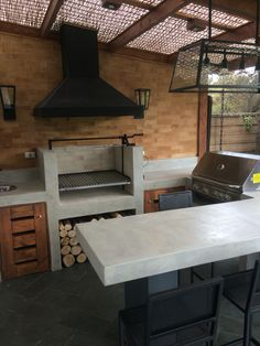 Quinchos y terrazas OBRAA www.obraa.cl Outdoor Kitchen Patio, Outdoor Kitchen Design, Dirty Kitchen, Houses In France, Rooftop Patio, Modern Tiny House, Grill Design, Backyard Patio Designs, Cabin Homes