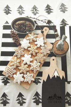 Snowflake Cookies with Almond Gingerbread Icing
