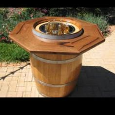 I would like to build a Hexagonal or Octagonal Wine barrel cooler/cocktail table! Wine Barrel Diy, Whiskey Barrel Table, Barrel Bar, Wine Barrels, Barrel Projects, Wood Projects, Woodworking Projects, Ideas Terraza, Ice Chest Cooler