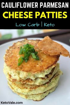 Diet Tips Low Carb Cauliflower Cheese Patties - These cauliflower patties are a perfect pair for any dish. It can go from breakfast to dinner and it will please the pickiest eaters since it looks like a mini pancake. Keto Foods, Ketogenic Recipes, Low Carb Recipes, Cooking Recipes, Ketogenic Diet, Vegan Keto, Vegetarian Keto, Cauliflower Cheese Patties, Cauliflower Recipes