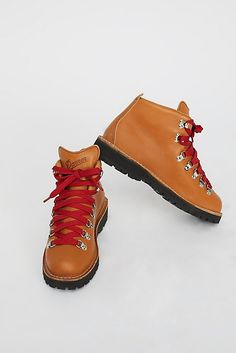 6192cff803c Slide View 2  Danner Cascade Mountain Hiker Boot Cascade Mountains