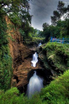 David fall !!  Pokhara, Nepal ...  http://www.flickr.com/photos/krishnathapa/6560403139/