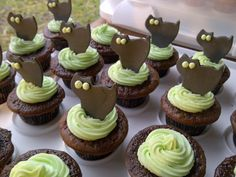 Halloween Cupcakes - chocolate cupcakes with mint buttercream frosting and gum paste black cats