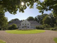 Bygdø Royal Farm is situated on the Bygdøy peninsula in Oslo, Norway. It is owned by the state and is at the King's disposal. Royal Palace, Royal House, Oslo, Norway, Golf Courses, Castle, Exterior, Mansions