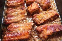 Travers porc citronnelle Miss Tam 1 kg de travers de porc ( 1 cuillère à soupe de nuoc mam 2 cuillère à soupe de sauce de soja 3 cuillères à soupe de miel liquide 3 ou 4 tiges de citronnelle (partie blanche) hachées 2 ou 3 échalotes finement hachées 2 ou 3 gousses d'ail finement hachées Poivre Facultatif : du piment épépiné et haché selon envie et selon goût. 30/40 mn au four 200°