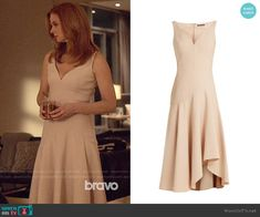Alexander McQueen Sweetheart-neck wool and silk-blend cady dress worn by Donna Paulsen (Sarah Rafferty) on Suits Fashion Tv, 1960s Fashion, Suit Fashion, Ladies Fashion, Fashion Styles, Suits Series, Suits Tv Shows, V Neck Dress, Silk Dress