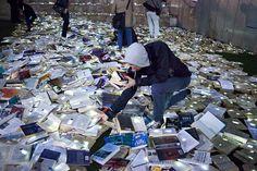 10,000 illuminated re-claimed books by luzinterruptus