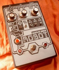 noise synth   Self-oscillating 8-bit Noise Synth pedal