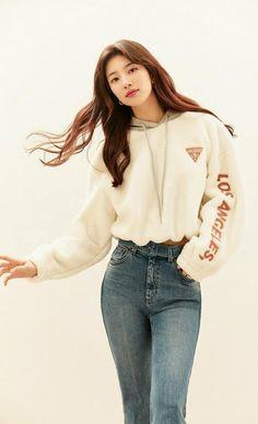 Suzy Bae Fashion, Girl Fashion, Bae Suzy, Female Actresses, Korean Actresses, Suzy Drama, Cute Selfie Ideas, Muslim Fashion, Beautiful Asian Girls