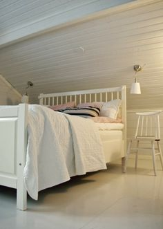 Tarja's Snowland blog / bedroom / renovated / ikea årstid / old chair / rintamamiestalo / scandinavian home